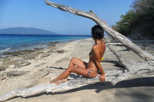 femme plage nosy tanikely